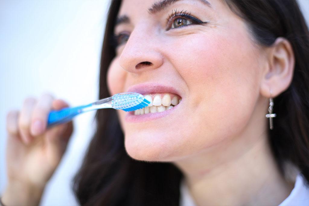 Método correcto para una limpieza con seda dental
