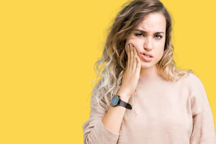 ¿Cómo se debe prevenir la sensibilidad dental durante el invierno?