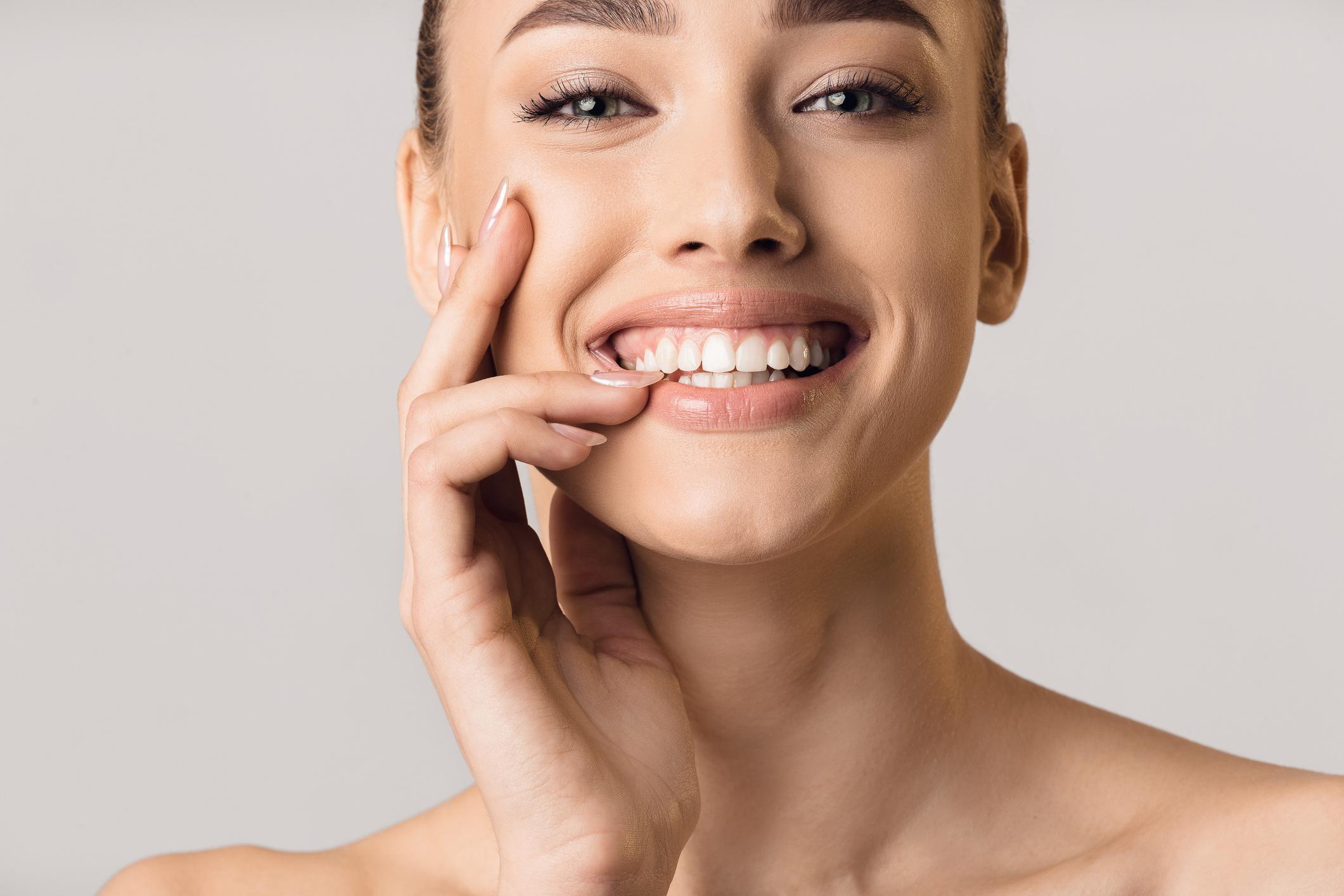 ¿Cómo afectan las enfermedades de las encías a la estética de la sonrisa?